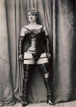 HISTORIA DEL BDSM: YVA RICHARD, ROPA FETISH EN LOS AÑOS 20