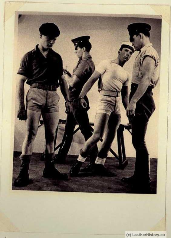 UNA HISTORIA FOTOGRÁFICA BDSM DE 1950